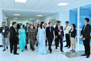 Niềm hân hoan, phấn khởi của bà Nguyễn Thị Thu trong ngày lễ khánh thành bệnh viện Nhi Đồng Thành Phố