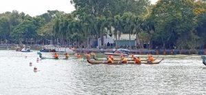 Đội đua thuyền trên đương đua