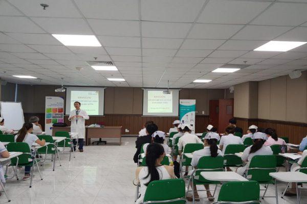 BS CK2. Nguyễn Minh Tiến phát biểu khai giảng lớp học