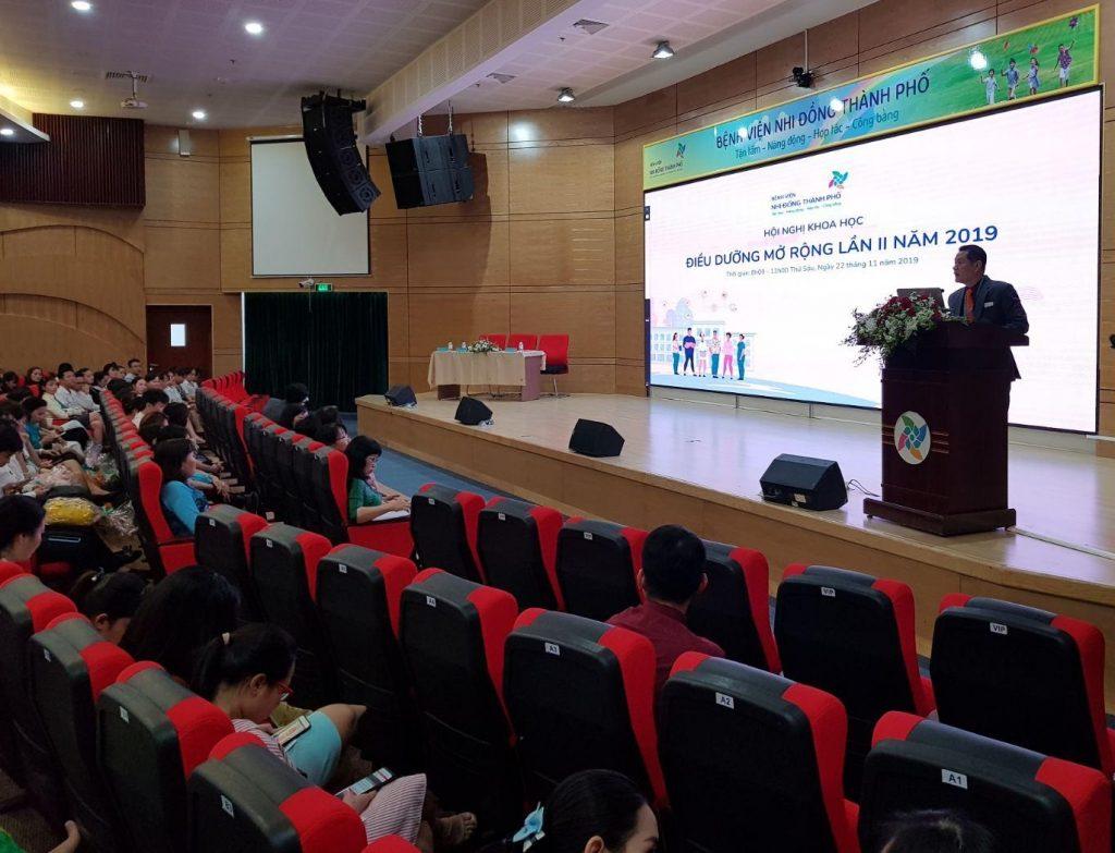 TS. BS Trương Quang Định - Giám đốc bệnh viện Nhi đồng Thành phố phát biểu khai mạc hội nghị