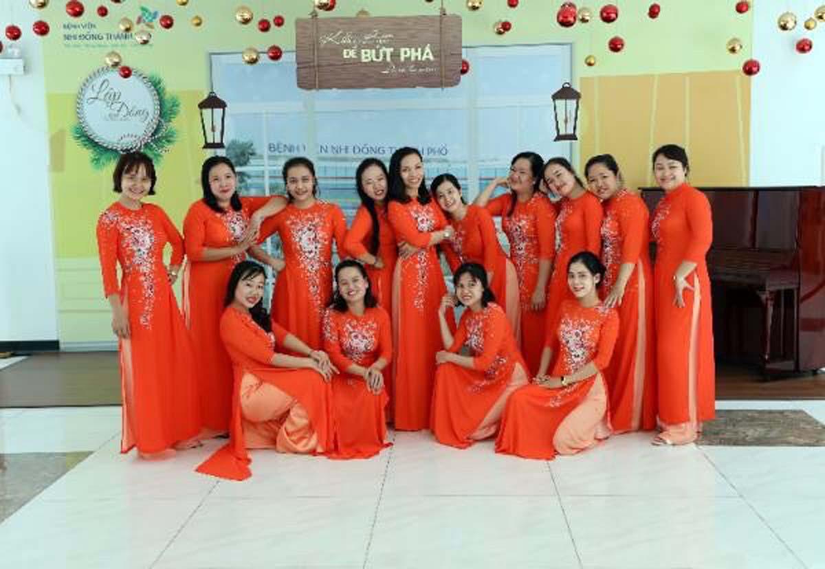 Đoàn viên Công đoàn Bệnh viện Nhi đồng Thành phố duyên dáng áo dài ngày 8/3.